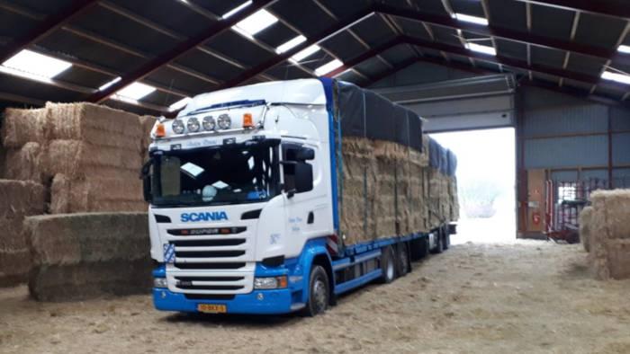 Anton Ponne transport Jubbega vrachtwagen combinatie met stro