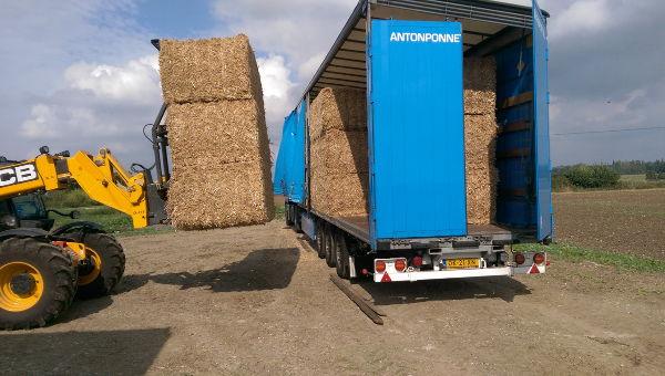 Anton Ponne transport stro laden