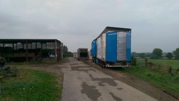 Anton Ponne transport vrachtwagen met schuifzeiltrailer stro